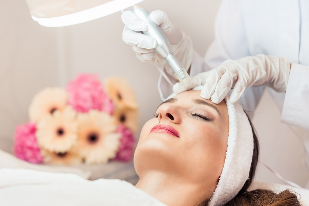 Pros and Cons of Non-Surgical Facelifts